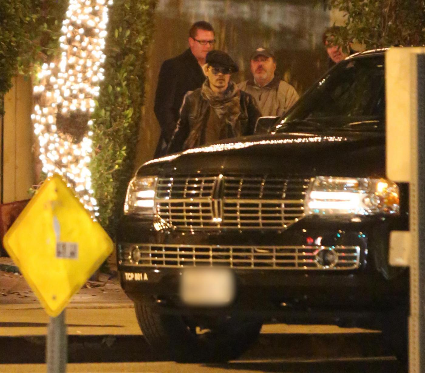 Johnny Depp, mamma Betty Sue e Amber Heard: Capodanno insieme al ristorante02