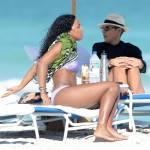 Kelly Rowland in spiaggia a Miami10