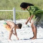 Kelly Rowland in spiaggia a Miami07