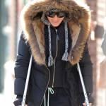 Madonna a spasso per New York con le stampelle02