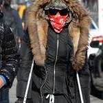 Madonna a spasso per New York con le stampelle04