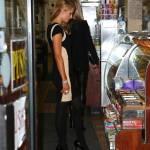 Paris e Nicky Hilton comprano sigarette e alcolici