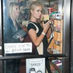 Paris e Nicky Hilton comprano sigarette e alcolici09