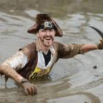 Strisciare nel fango, sfidare fuoco e acqua è la Tough Guy Competition11