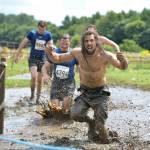 Strisciare nel fango, sfidare fuoco e acqua è la Tough Guy Competition08