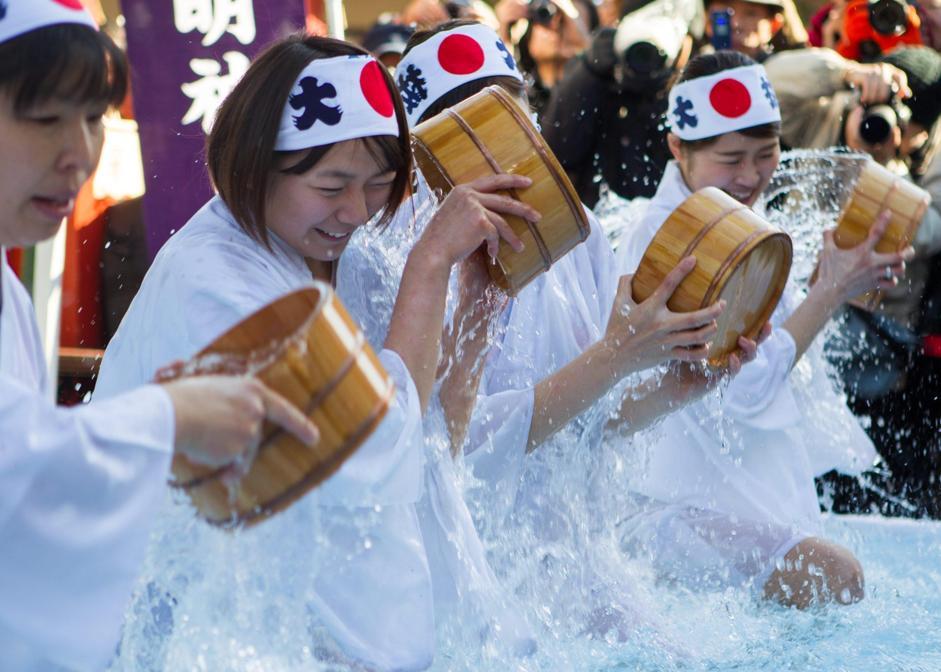 Tokyo, acqua gelata addosso per purificare la propria anima3