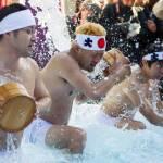 Tokyo, acqua gelata addosso per purificare la propria anima02