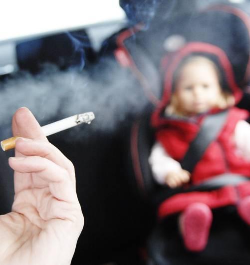 Asma e bimbi, il fumo passivo raddoppia il rischio di ricovero