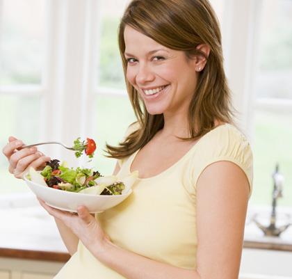 Dieta in gravidanza, gli errori delle mamme: poco ferro e folati