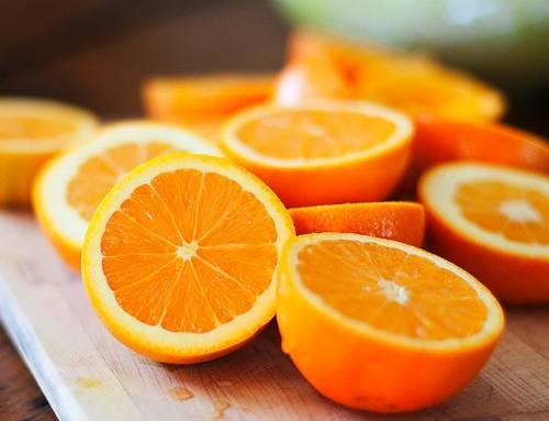 Succhi d'arancia, frutta minima dal 12 al 20%: passa emendamento