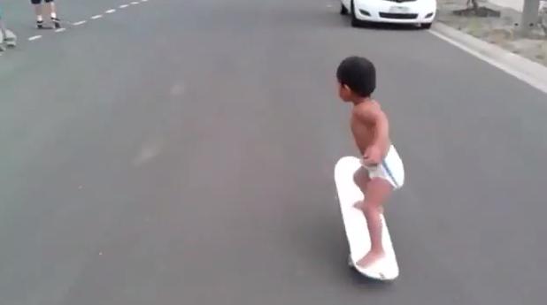 Il bambino che a due anni è un fenomeno dello skate