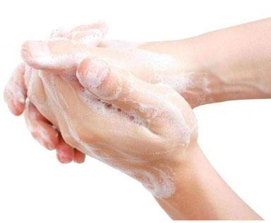 Contro l'influenza lavarsi le mani. Ma non con i saponi antibatterici