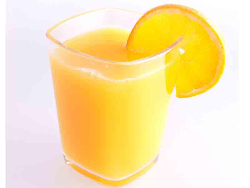Succhi di frutta, altro che light: molti zuccheri, poche proprietà