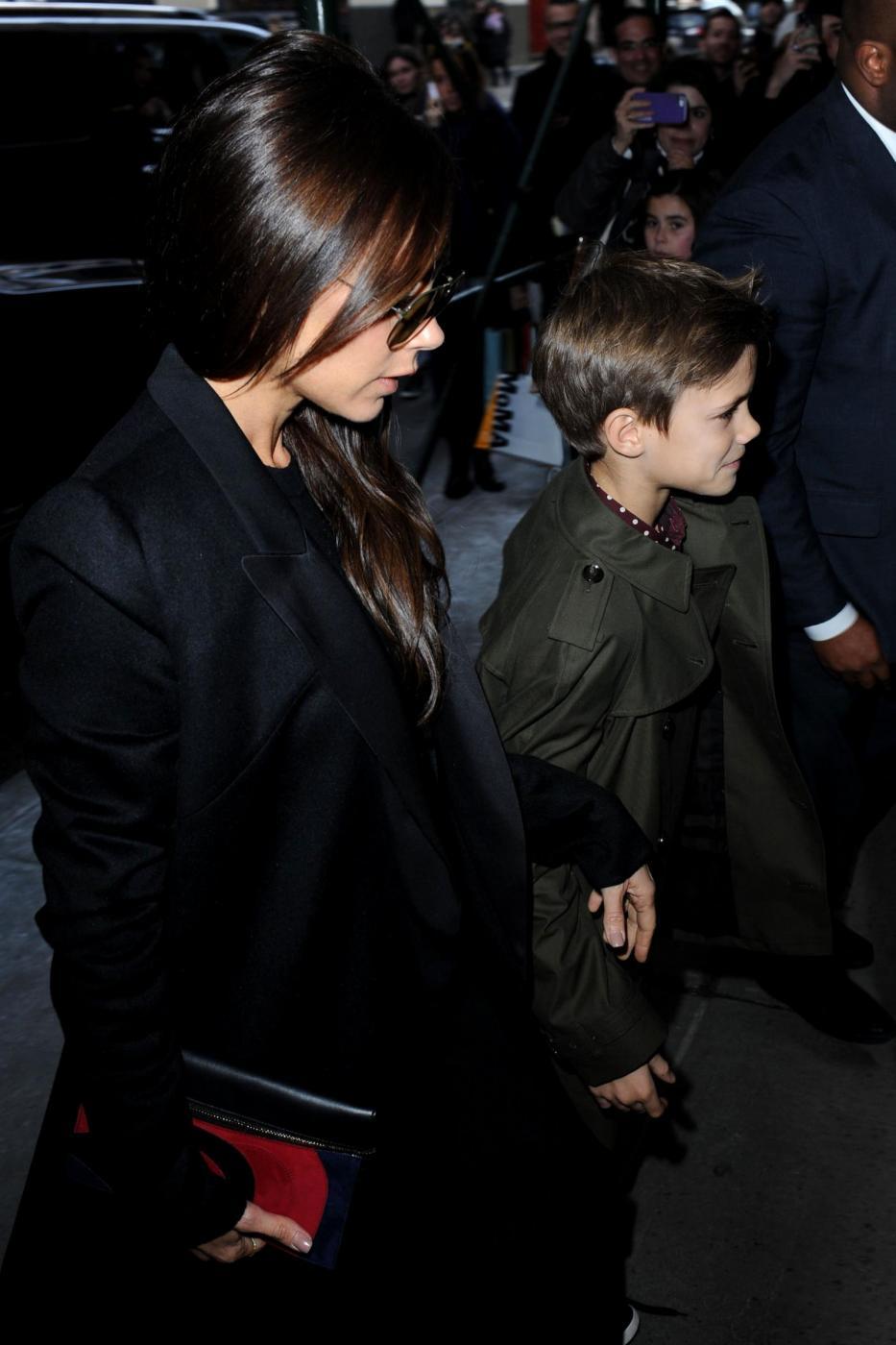 David Beckham e famiglia alla sfilata di mamma Victoria 07