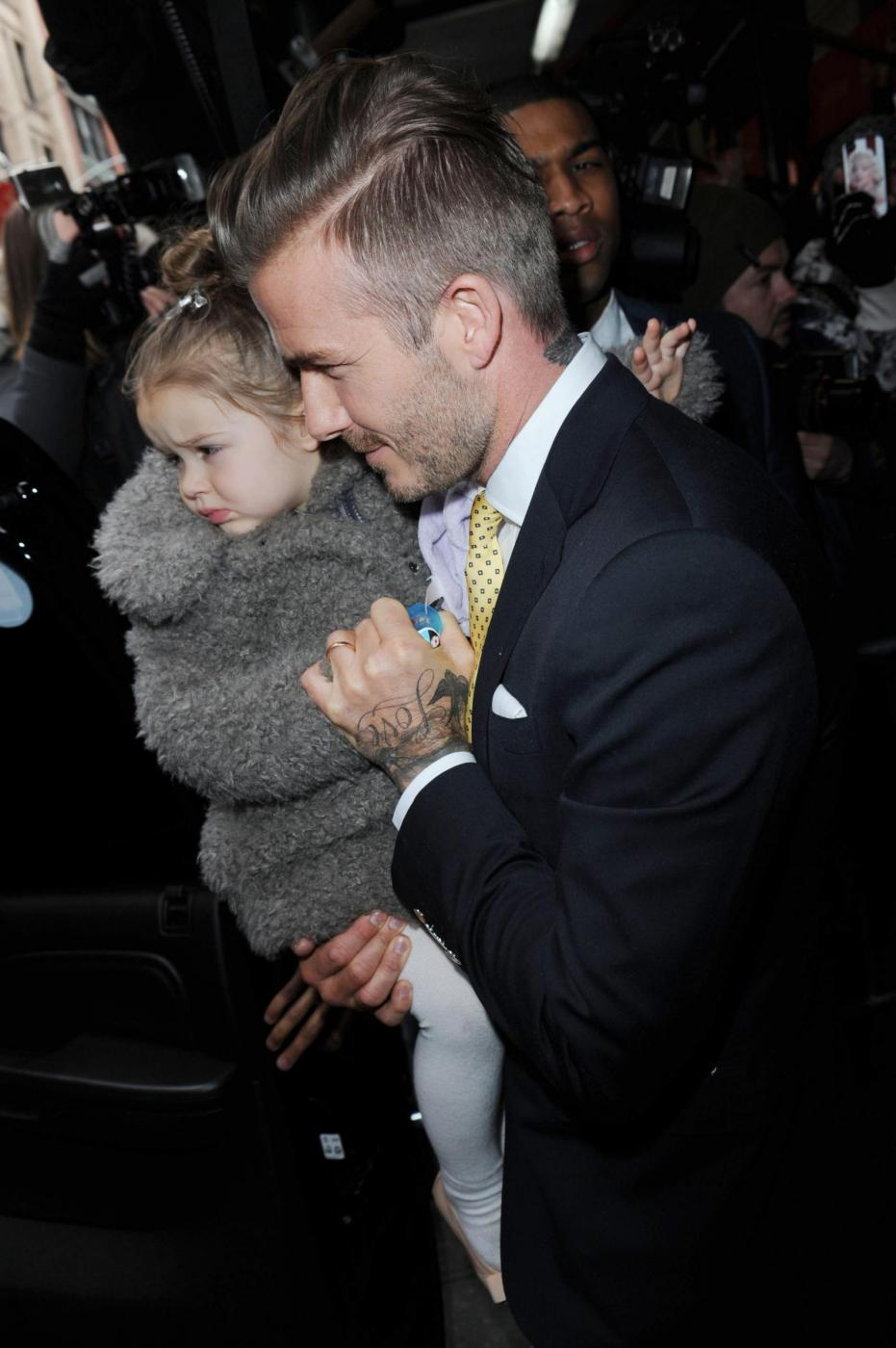 David Beckham e famiglia alla sfilata di mamma Victoria 05