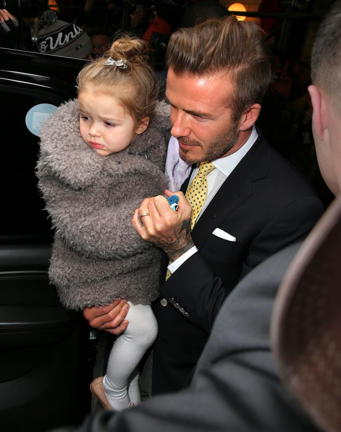 David Beckham e famiglia alla sfilata di mamma Victoria 03