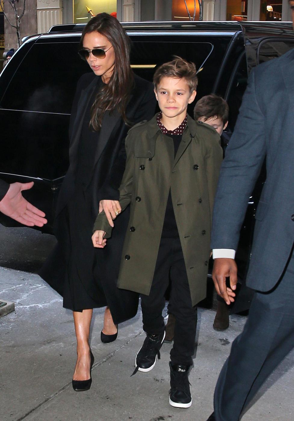 David Beckham e famiglia alla sfilata di mamma Victoria 01