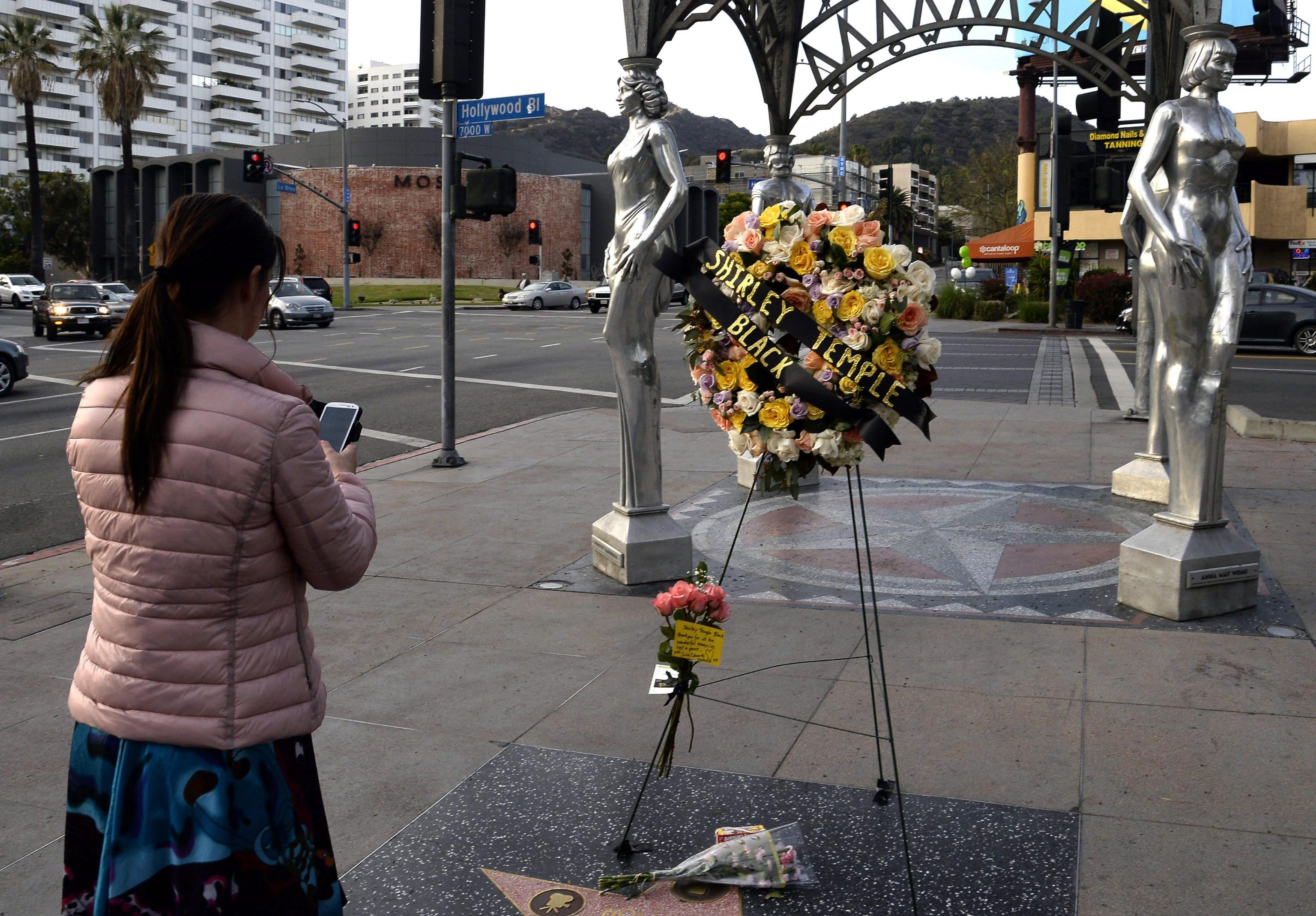 Fiori sulla Walk of Fame per Shirley Temple 03