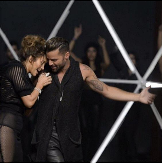 Jennifer Lopez Looks Sexy In White Hot Pants While Filming A Music Video In Miami Jennifer Lopez su uno yacht di lusso a Miami08