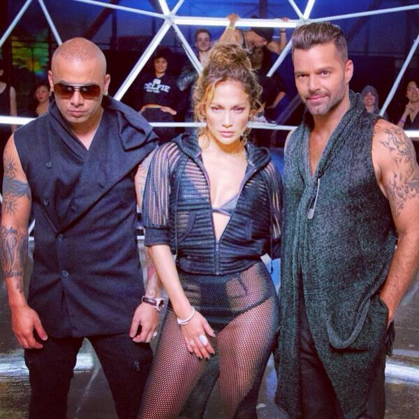 Jennifer Lopez Looks Sexy In White Hot Pants While Filming A Music Video In Miami Jennifer Lopez su uno yacht di lusso a Miami07