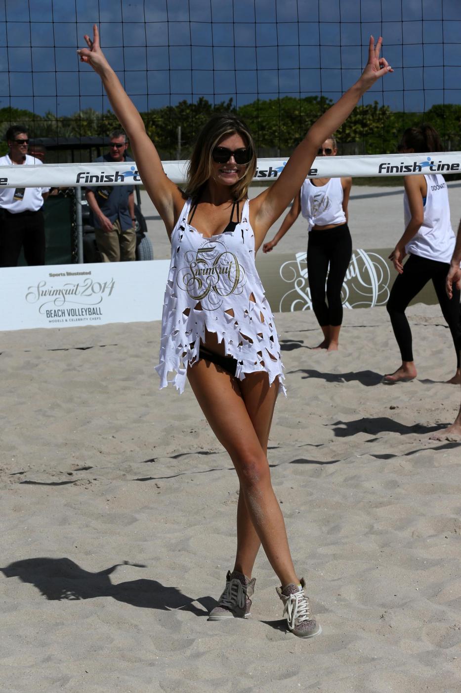 Modelle Sports Illustrated ad un torneo di Beach volley 03