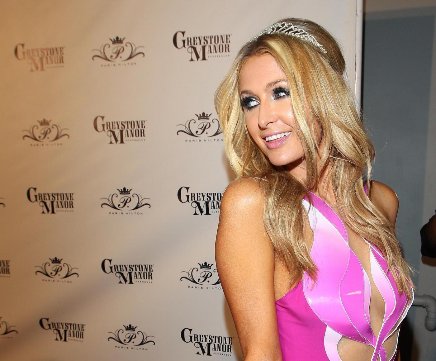 Paris Hilton compie 33 anni e si veste da principessa Disney01