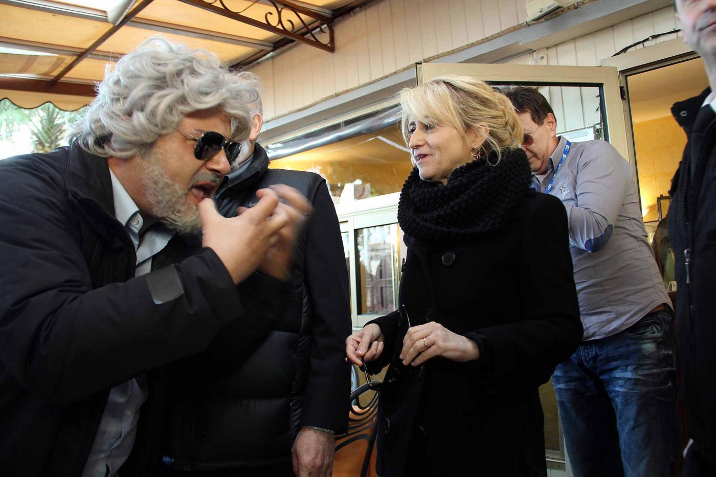 Sanremo, la Littizzetto incontra finto Grillo03
