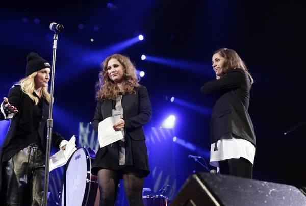 """Pussy Riot sul palco con Madonna sfidano Putin: """"Boicottate Sochi"""""""