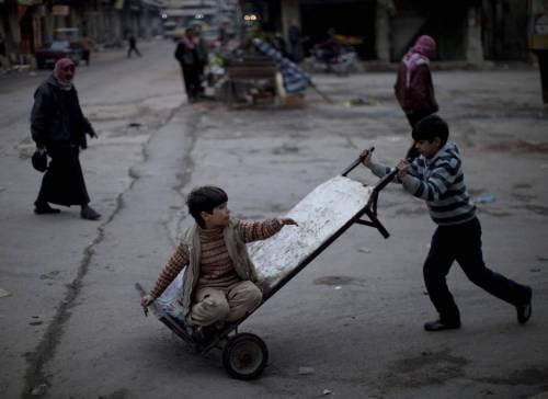 "Siria, allarme ONU: ""Bambini torturati, violentati, usati come scudi umani"""