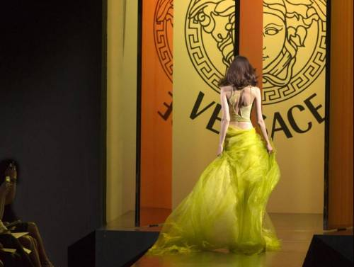 Versace, accordo con Blackstone: il 20% della Maison passa agli USA