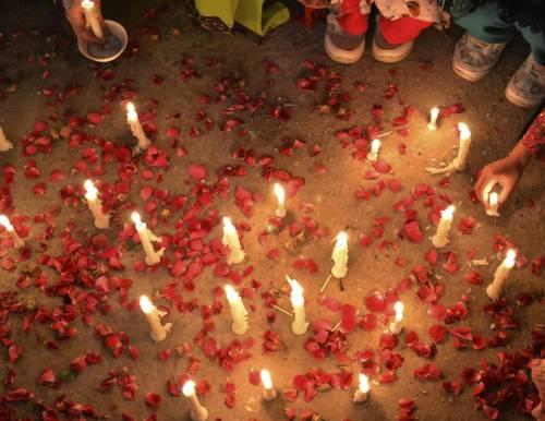 "Pakistan, amanti uccisi a lapidate: ""Traditori, coppia illecita"""