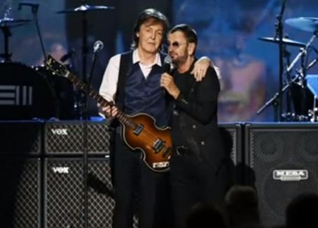 Paul McCartney e Ringo Starr sullo stesso palco 50 anni dopo