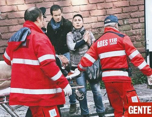 """Fiorello, insanguinato in barella dopo incidente: foto esclusive di """"Gente"""""""