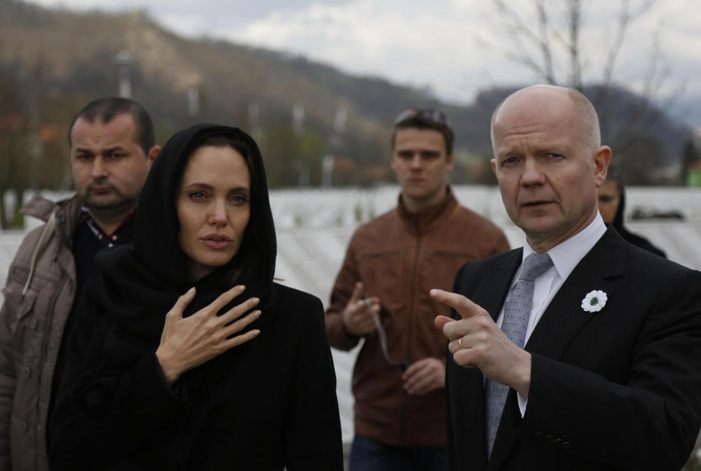 Angelina Jolie in Bosnia contro stupri in guerra01