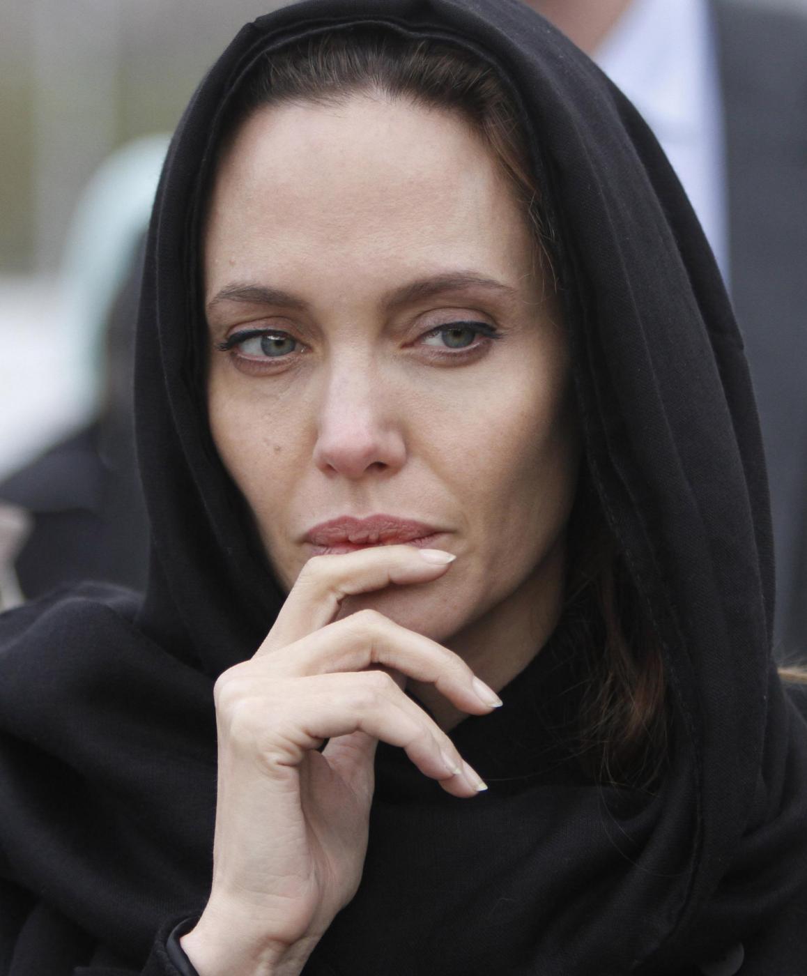 Angelina Jolie in Bosnia contro stupri in guerra03