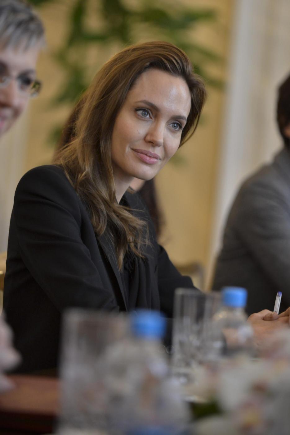 Angelina Jolie in Bosnia contro stupri in guerra06