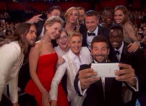 Best Oscars Selfie Ever! Angelina Jolie, Brad Pitt ...