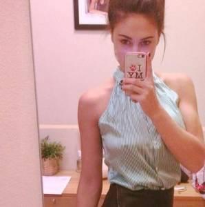 Cecilia rodriguez selfie allo specchio niente reggiseno sotto la camicia - Lo specchio di selfie ...