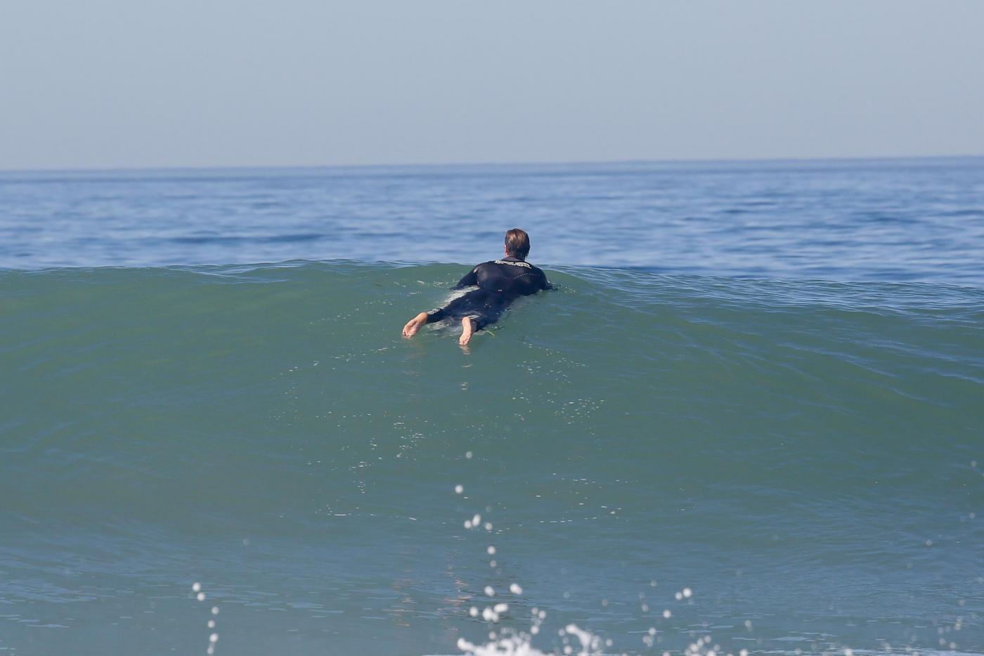 Chris Hemsworth da supereroe del grande schermo a mago del surf 03