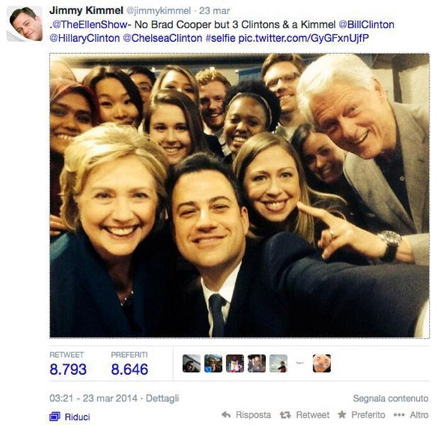 Hillary, Bill e Chelsea Clinton nel selfie parodia03