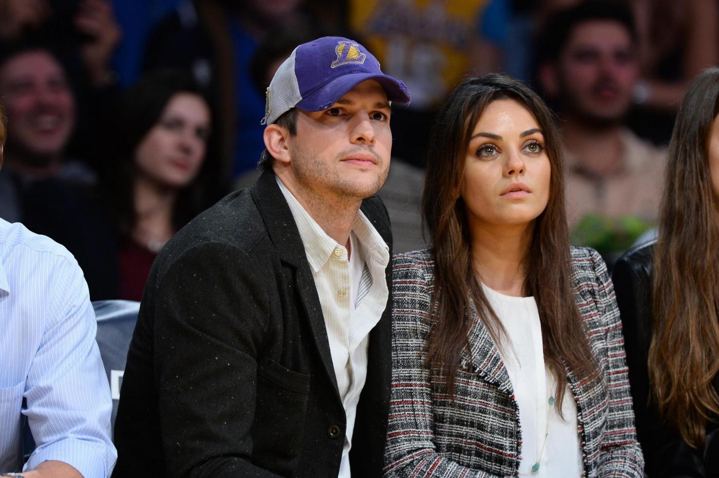 Mila Kunis con l'anello di diamanti regalato da Ashton Kutcher05