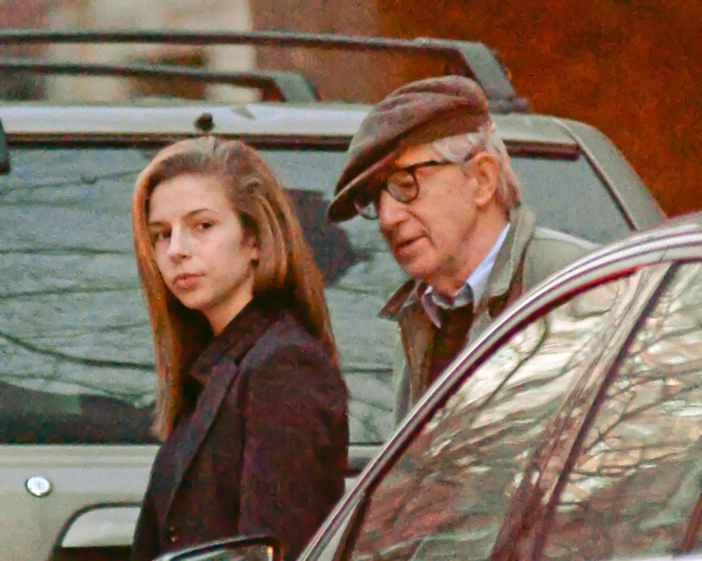 New York, Woody Allen a spasso con la figlia Manzie04