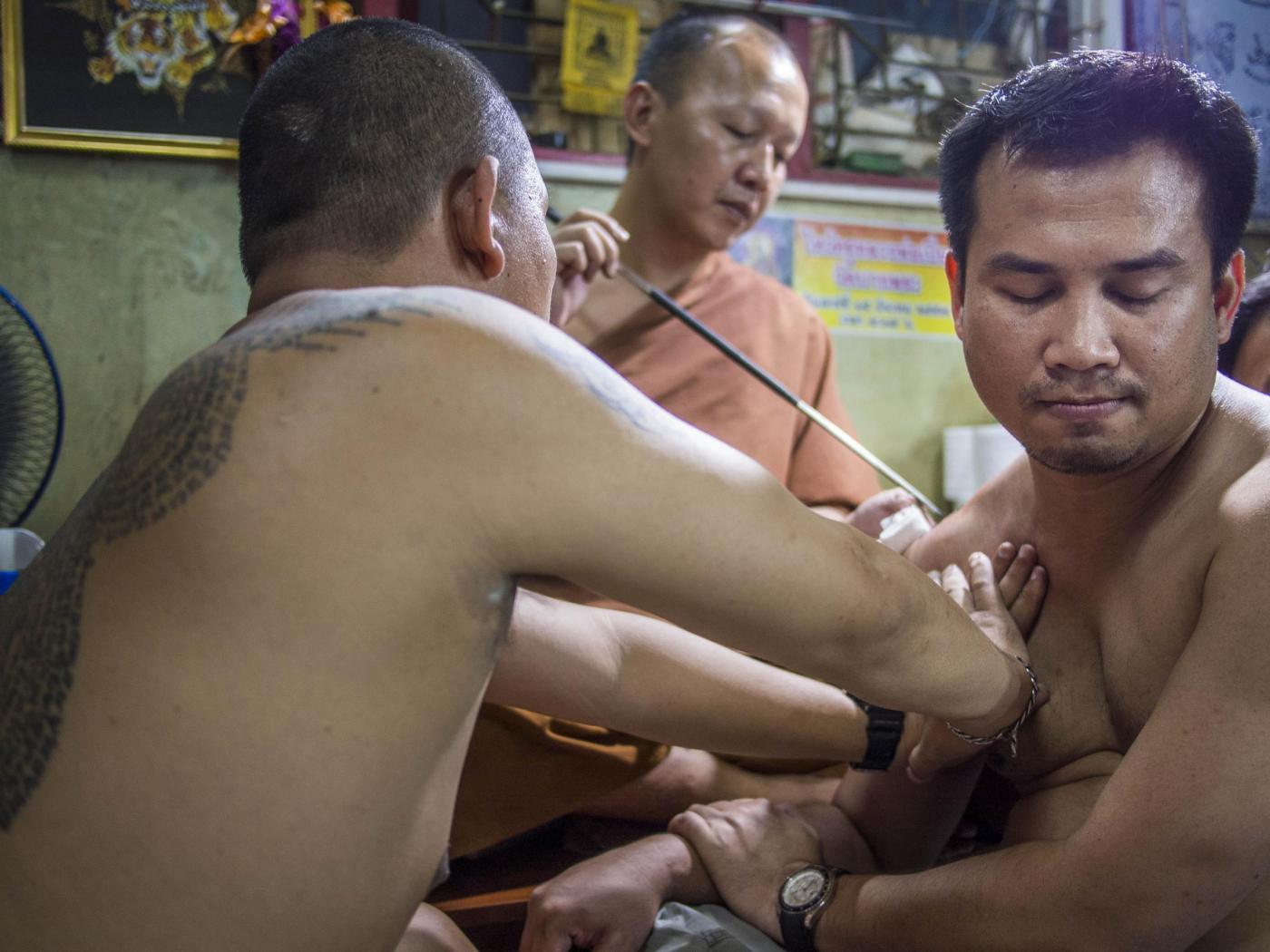Thailandia, il festival del tatuaggio nel tempio buddista02