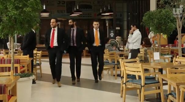 Festa della donna: uomini in giacca, cravatta e tacchi in Libano