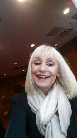 Raffaella Carrà esordisce su Twitter con un selfie