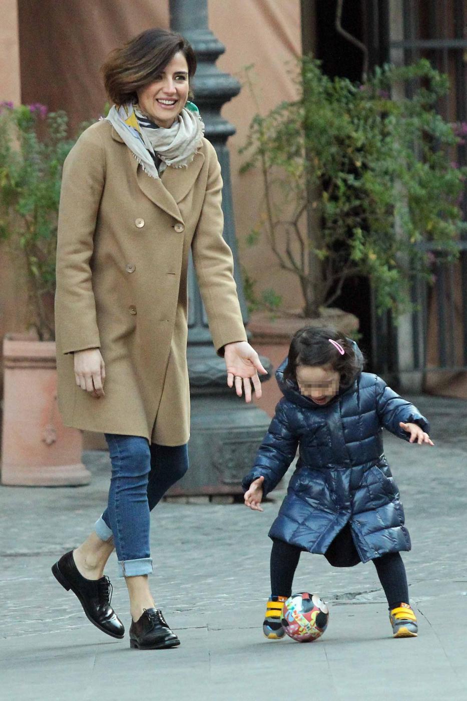 Luisa Ranieri gioca con la figlia Emma01