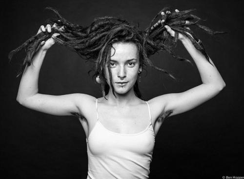 Donne non depilate sotto le ascelle: le foto di Ben Hopper