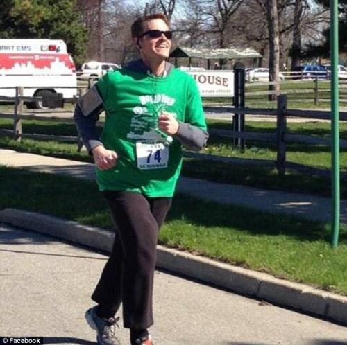 Obeso alcolizzato conosce donna online: per lei perde 177 kg e smette di bere