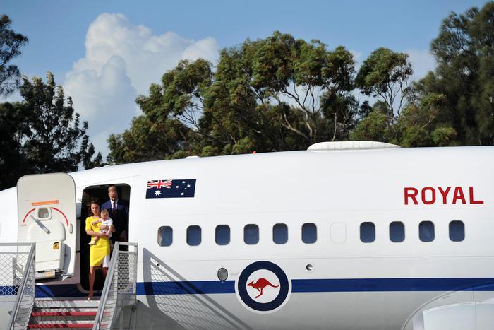 William, Kate e George in Australia il vestitino color canarino della Duchessa11