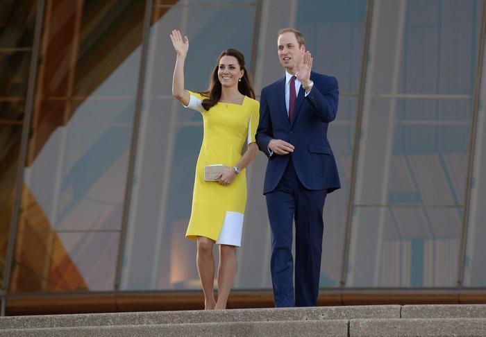 William, Kate e George in Australia il vestitino color canarino della Duchessa02